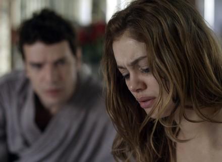Alice se revolta com Vitor