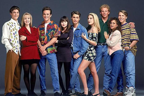 Elenco de 'Barrados no Baile' - Shannen Doherty é a segunda atriz da esquerda para a direita (Foto: Divulgação)