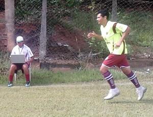 Wallace Pessanha e Léo Oliveira, preparador físico e meia da Desportiva Ferroviária (Foto: Divulgação/Desportiva Ferroviária)