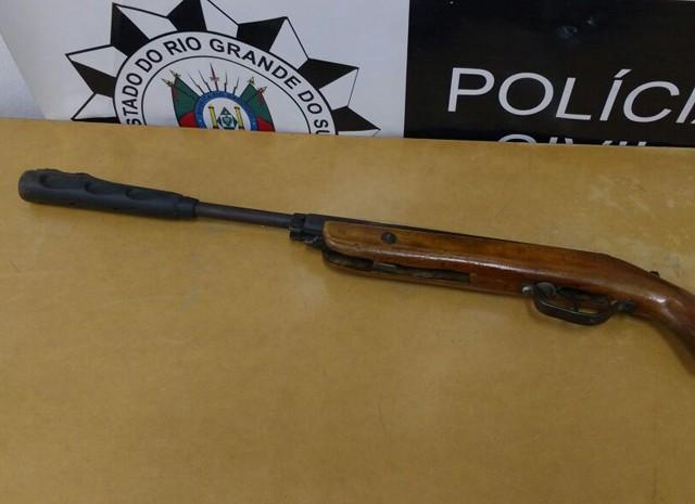 Arma artesanal de calibre 22 foi apreendida pela polícia (Foto: Polícia Civil/Divulgação)
