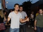 Cauã Reymond, Murilo Rosa e outros famosos vão ao show do Pearl Jam