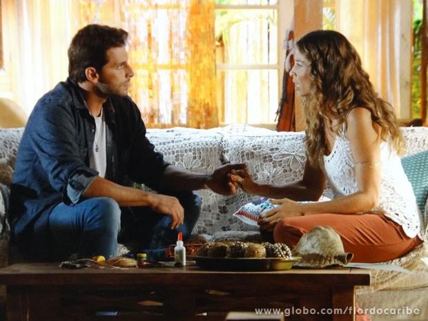 Cassiano quer que amada dê um fim no matrimônio (Foto: Flor do Caribe/ TV Globo)