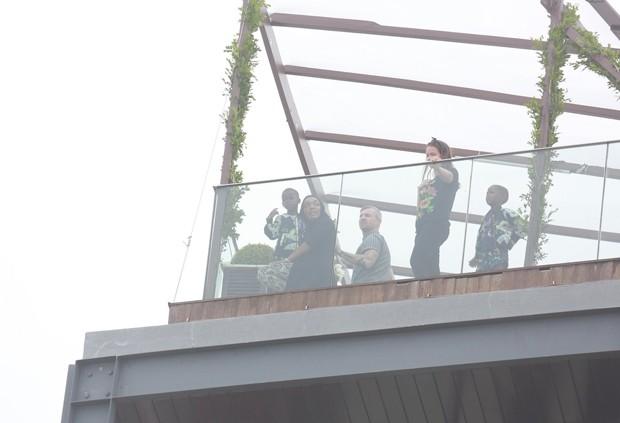 Filhas de Madonna em hotel no Rio (Foto: AgNews)