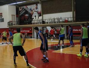 Time de basquete do Fla treina para mais um compromisso no NBB 6 (Foto: Fabio Leme)