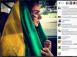 Thaila Ayala participou de manifestação no Rio nesta quinta (Foto: Reprodução/Instagram)