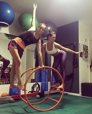 sis Valverde e Maria Joo na aula de pilates (Foto: Arquivo Pessoal)