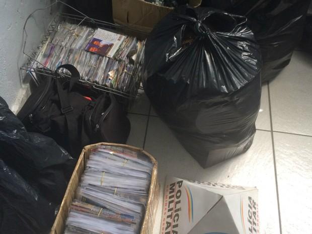 DIV Apreensão CDs & DVDs Divinópolis (Foto: Polícia Militar/Divulgação)