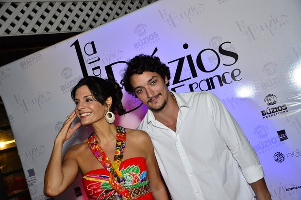 Helena Ranaldi com o namorado, Allan Souza Lima (Foto: Henrique Oliveira/AgNews)
