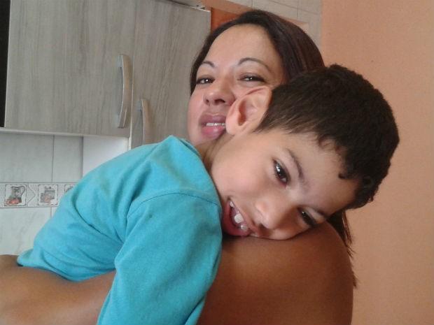 Gabriel e a mãe Vilma de Oliveira  (Foto: Adriana Justi / G1)