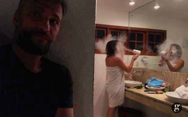 Bruno faz pegadinha com Giovanna e coloca amido de milho no secador de cabelo (Foto: Reprodução/Youtube)