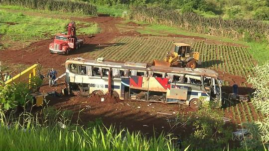 Polícia vai ouvir motorista de ônibus que se acidentou e matou 7 no Paraná