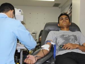 Elias Waquim se sensibilizou com a mobilização e também doou sangue (Foto: Fernando Brito/G1)