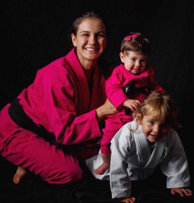 Kyra Gracie e as filhas, Ayra e Kyara (Foto: Reprodução/Instagram)