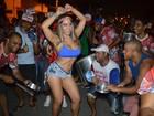 Mulher Melão exibe fartura e barriga sarada em ensaio para o carnaval