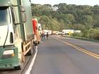 Caminhoneiros protestam em pelo menos sete trechos de Santa Catarina
