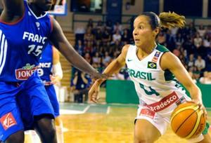 adrianinha brasil x frança Torneio de Limoges basquete (Foto: Divulgação/CBB)