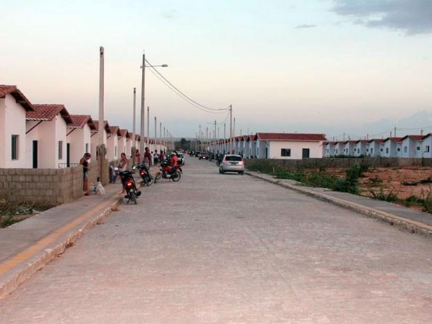 Casas ocupadas fazem parte da complementação do conjunto habitacional Monsenhor Américo Simonetti, no bairro Abolição V  (Foto: Marcelino Neto)