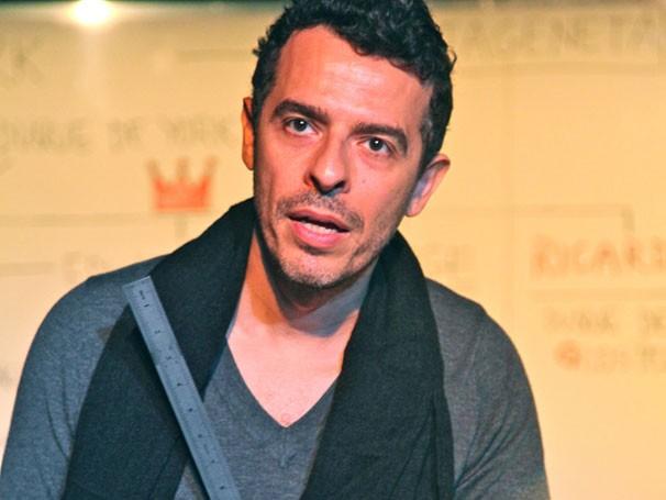 """Gustavo-Gasparani em cena de """"Ricardo III': 54 personagens  (Foto: Nil Canindé)"""