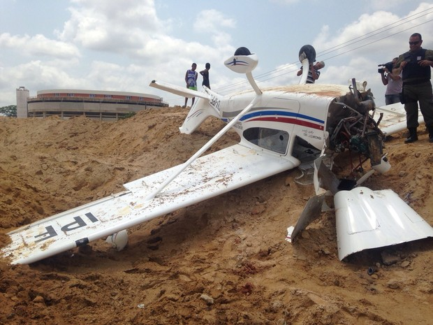 [Brasil]  Avião monomotor cai dentro do complexo do Mangueirão, em Belém F9d22dc93570e44cf320205f8b2c9a3c