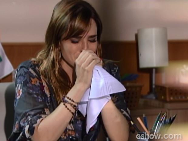 Raissa fica inconsolável quando descobre que não está grávida (Foto: Malhação/ TV Globo)