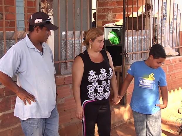 Famílias reclamam de órdem de desocupação e curto prazo para saída do local Aparecida de Goiânia Goiás (Foto: Reprodução/TV Anhanguera)