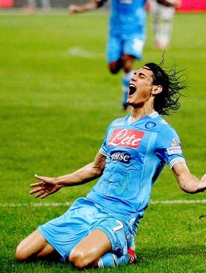 Cavani comemora gol do Napoli contra o Juventus (Foto: Reuters)
