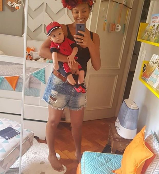 Sheron com o filho (Foto: Reprodução/Instagram)
