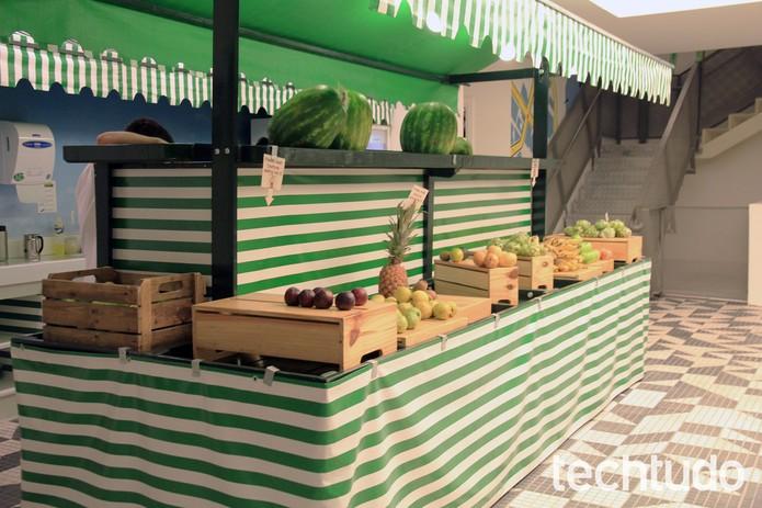 No detalhe, barraca com frutas e jeitinho de feira no Google Brasil (Foto: Isadora Díaz/TechTudo)
