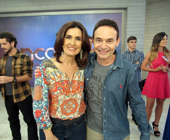 A apresentadora ao lado do psiquiatra Jairo Bauer (Foto: Viviane Figueiredo Neto/Gshow)