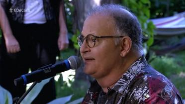 """Guilherme Arantes canta """"Amanhã"""""""