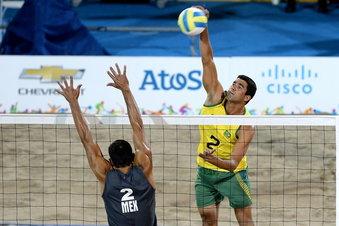 Vitor Felipe manda bola na final do Pan contra o México (Foto: Bruno Miani/inovafoto)