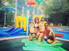 Juliana Paes posa de biquíni ao lado da família: 'Que delícia'
