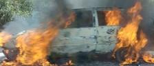 Veículo fica destruído após pegar fogo (G1)