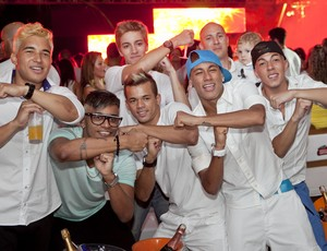 Neymar e amigos aproveitam festa de réveillon (Foto: Fernando Willadino / divulgação Taikô)