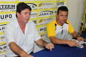 Gerente de futebol Paulo Telles e técnico Paulo Muller (Foto: Hélder Rafael)