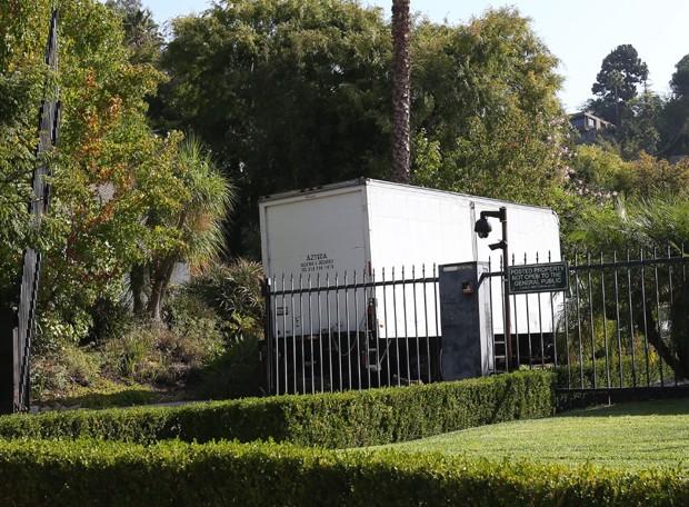 Caminhão de mudança chega à casa de Brad Pitt e Angelina Jolie (Foto: The Grosby Group)