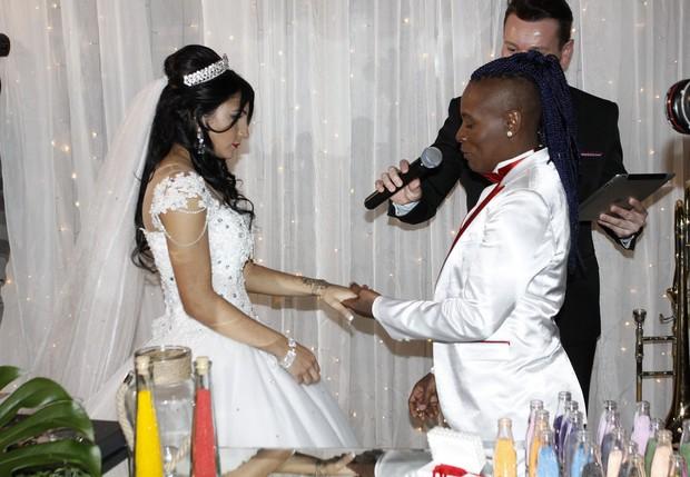Thalyta Santos e Pepê trocam alianças em cerimônia em São Paulo (Foto: Celso Tavares/EGO)