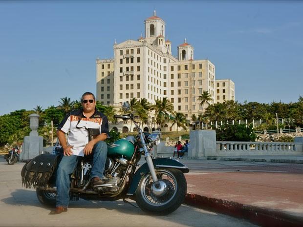 Filho caçula de Che, Ernesto Guevara montou agência de turismo de moto em Cuba (Foto: Divulgação/La Poderosa)