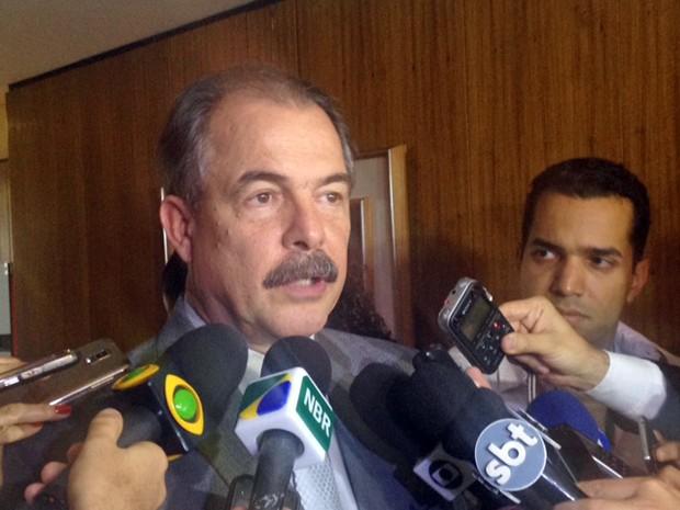 O ministro-chefe da Casa Civil, Aloizio Mercadante, fala a jornalistas no Palácio do Planalto (Foto: Filipe Matoso/G1)