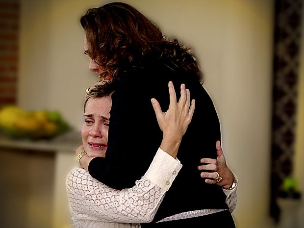 Carminha implora o perdão de Muricy (Foto: Avenida Brasil / TV Globo)