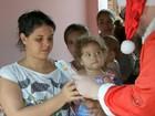 Voluntários servem almoço de Natal para moradores de bairros de Bauru