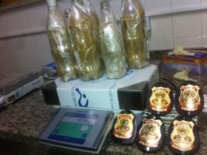 Com suspeitos foram encontrados 6,3 kg de cocaína oriundos da Venezuela (Foto: Divulgação/PF)