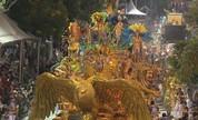 Folia e frio marcam carnaval fora de época em Uruguaiana (Reprodução/RBS TV)