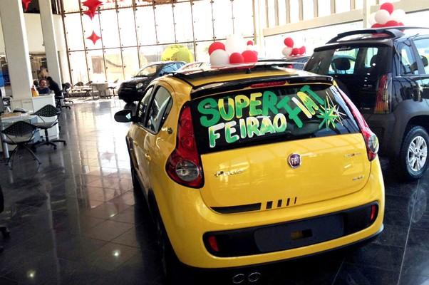 Showroom de concessionária da Fiat não conta com Strada em exposição (Foto: Marlos Ney Vidal)