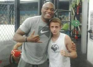 Anderson Silva com Petrochelli Junior (Foto: Petrochelli Junior/Arquivo pessoal)