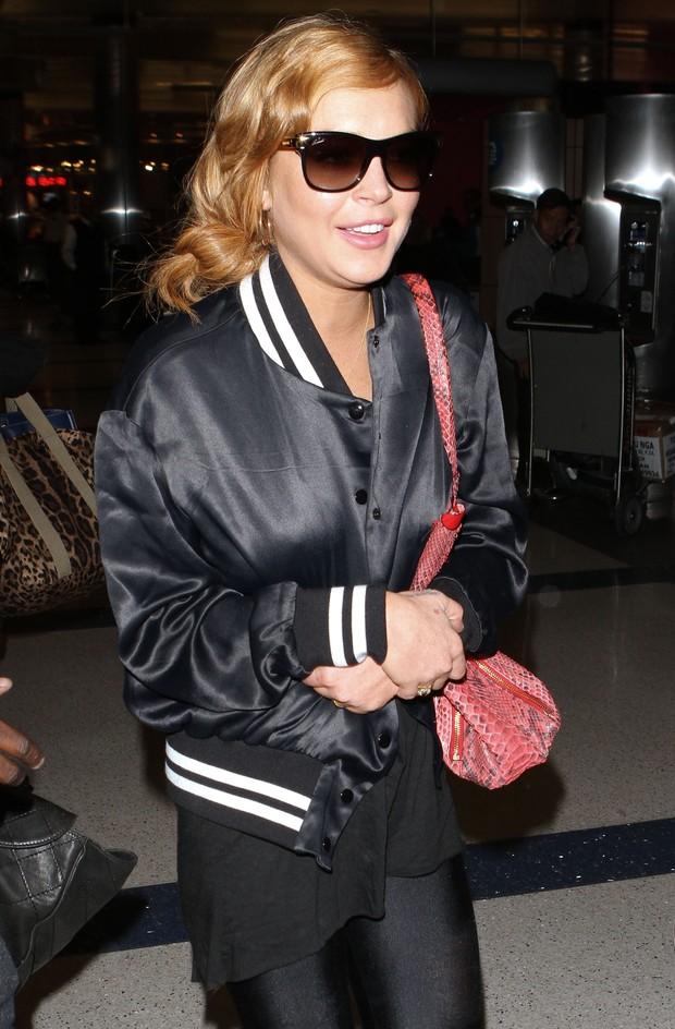 Lindsay Lohan embarca em Los Angeles, nos Estados Unidos, rumo ao Brasil (Foto: Grosby Group/ Agência)