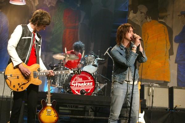Os membros do Strokes durante um show (Foto: Getty Images)