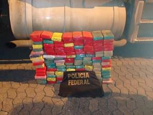 PF contabilizou 130 kg de cocaína no caminhão (Foto: Divulgação/PF)