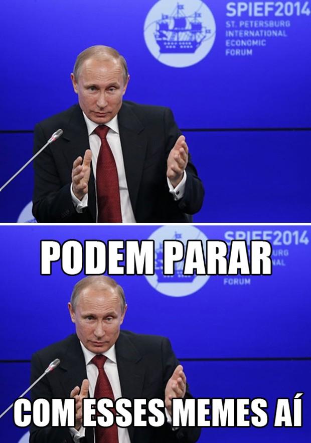 Acima, foto original de Putin, tirada durante evento em maio de 2014. Abaixo, uma representação de um meme, com frases cômicas na imagem para torná-la mais engraçada (Foto: Sergei Karpukhin/Reuters)