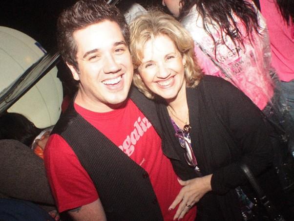 Rogério Flausino e a mãe Dacha no evento (Foto: Fred Pontes / Divulgação)